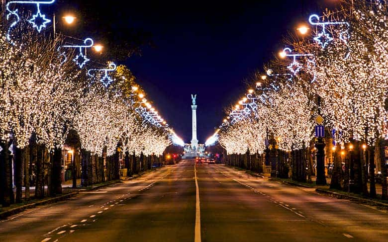 Andrassy street Advent