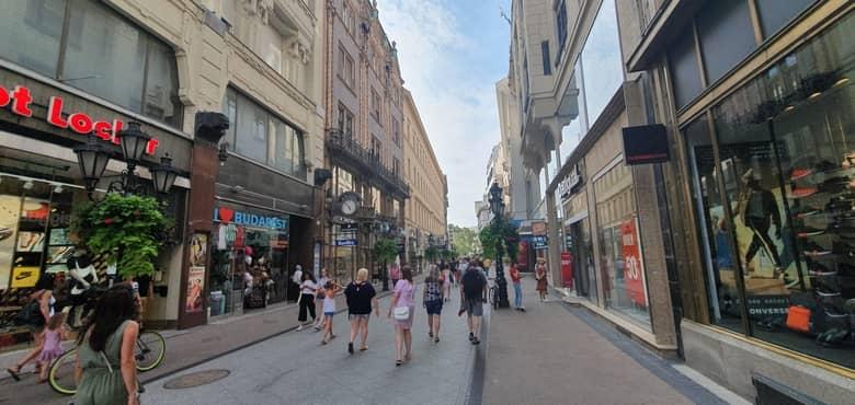 Váci street, photo by: info-budapest.com