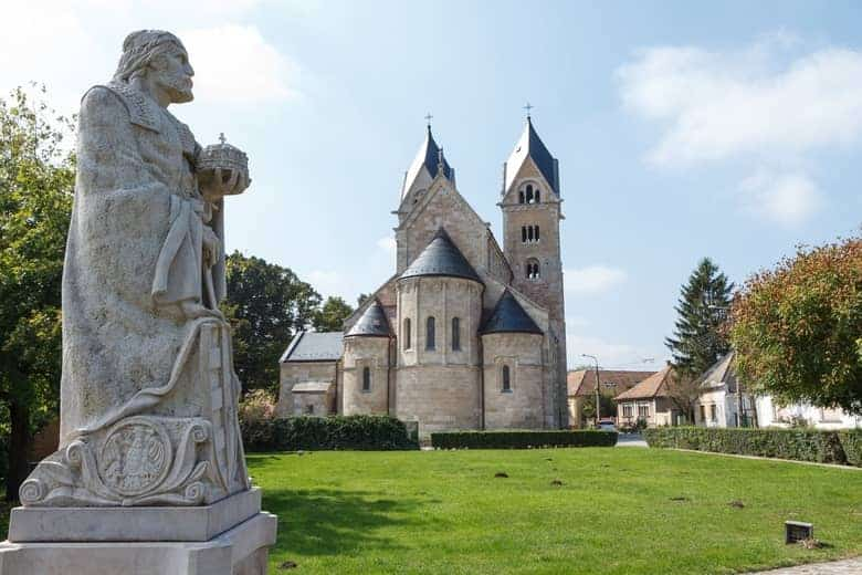 statue of Saint Stephan I. and Saint Jakab chruch at Győr