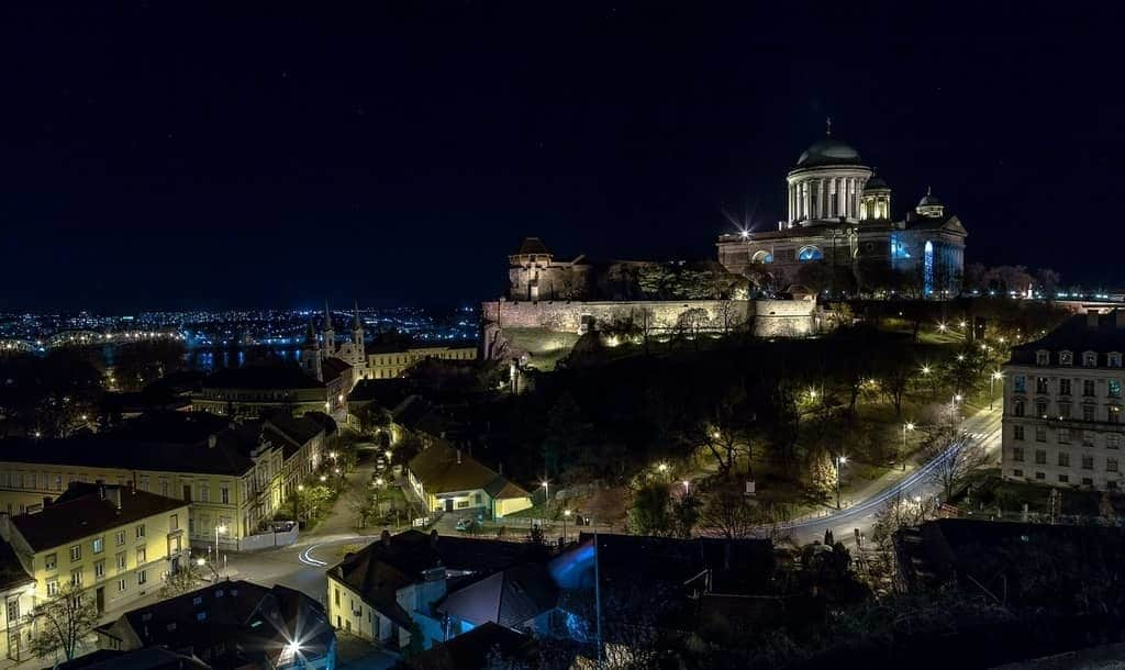 Esztergom at night, basilica, lights, Danibe