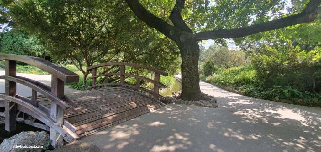 japanese garden little bridge