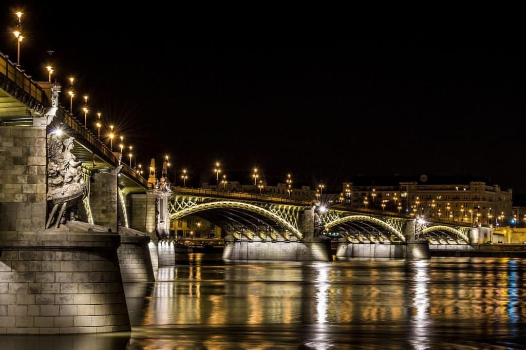 Margaret Bridge at night