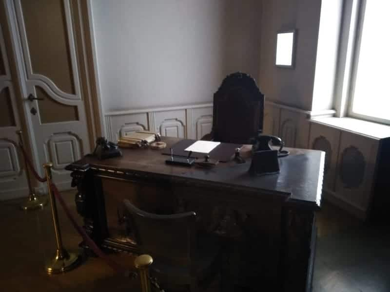 The Room of the former leader. ( Gabor Peter)