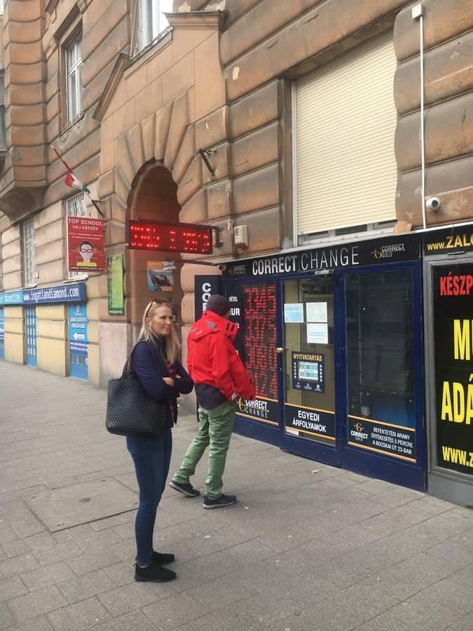 Correct Change exchange office near Móricz Zsigmond Square.