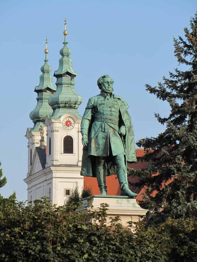 statue of Széchenyi and the Dominican church