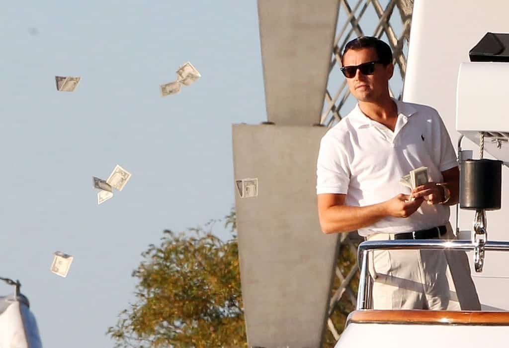 Wolf of Wall Street, Throwing money out
