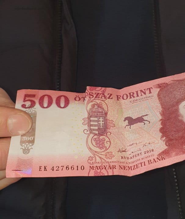 Do not accept damaged or defective banknotes