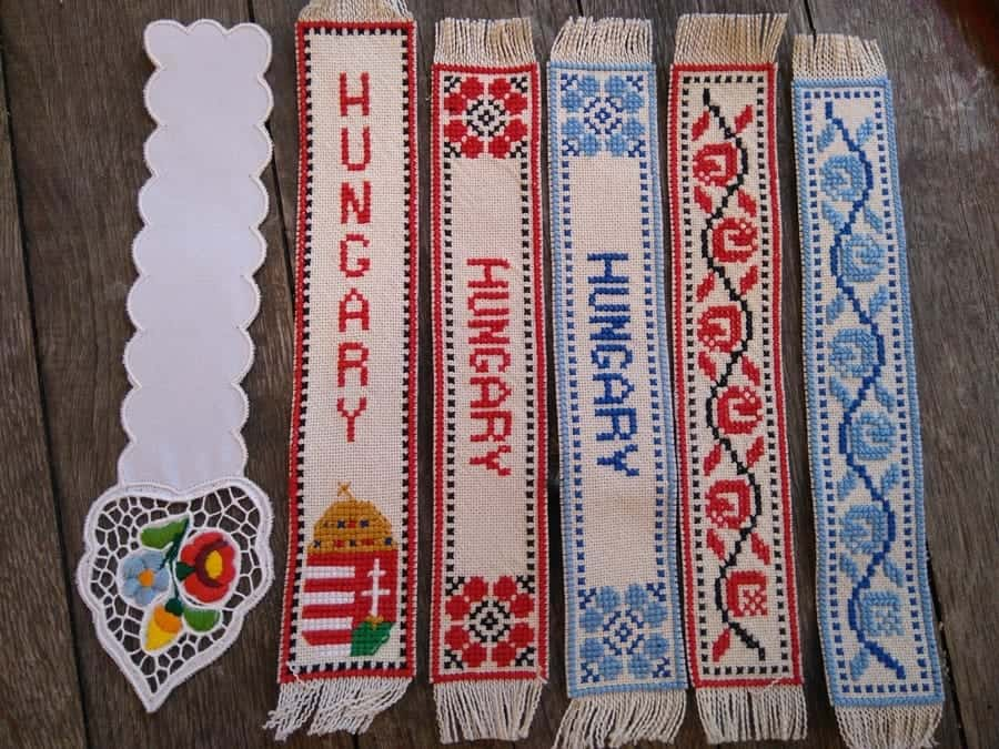 first from left: bookmark embroidered with the Kalocsa pattern.