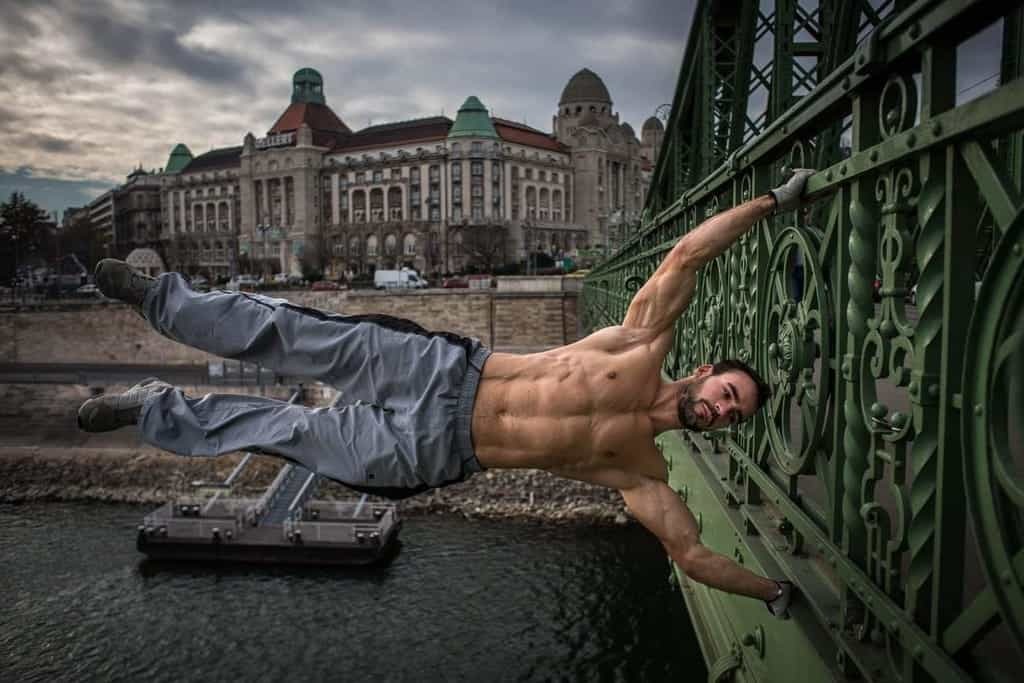 Szarka Ákos street workout on Liberty bridge