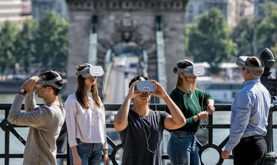 VR tours in Budapest- Chain Bridge in the background