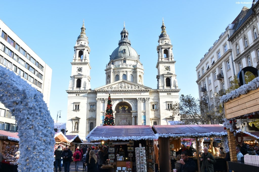 Christmas Market at St. Stephen's Basilica