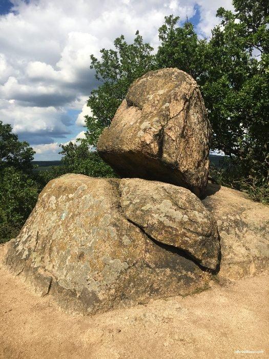 Pákozd-rocking stones